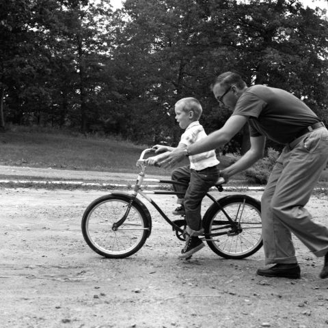 gallery-1452618603-child-father-riding-bike