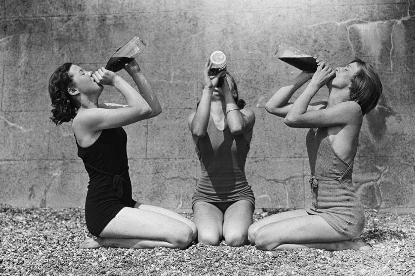 54ac91cfee5ed_-_elle-15-vintage-women-drinking